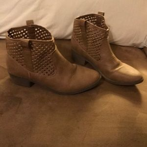 Tan Slip-On Justice Boots girls size 2
